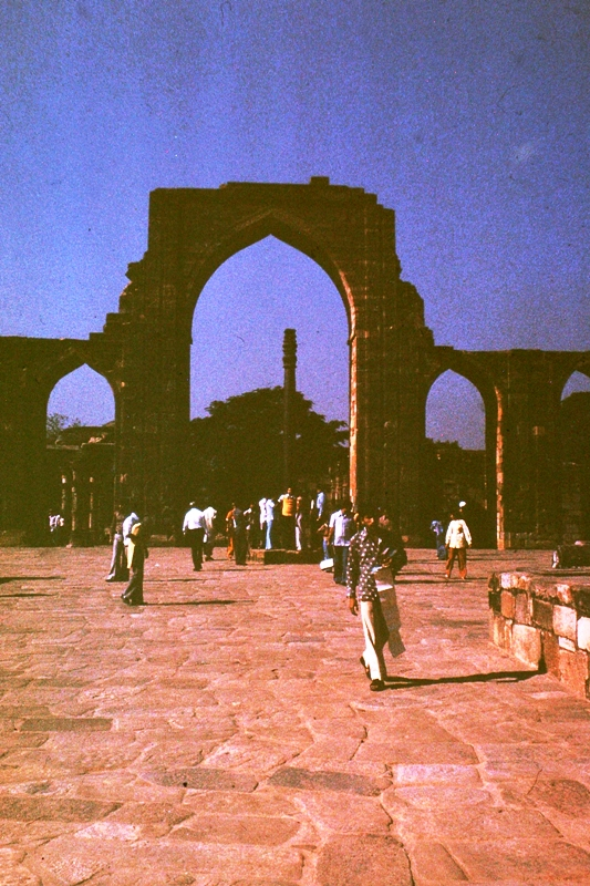 Delhi – Qutb Minar – Iron column in background