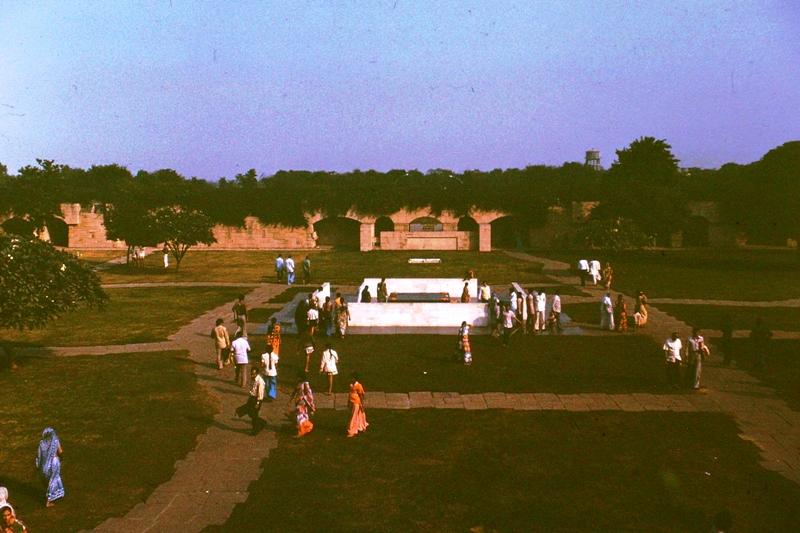 Delhi – Raj Ghat – Ghandi's cremation site