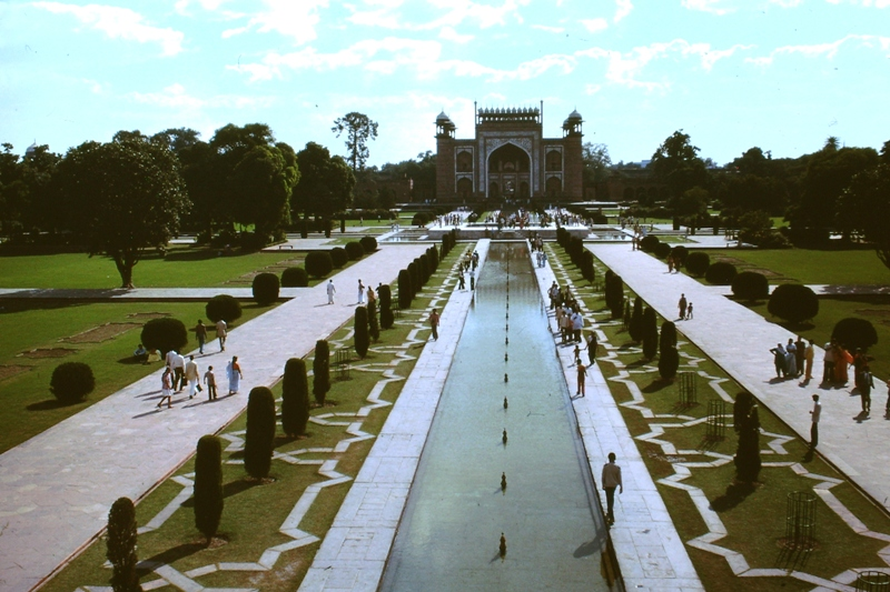 Agra – Taj Mahal – View of The Great Gate entrance and gardens from the Taj
