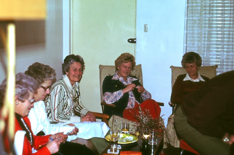 Card night at The Roche's – The Girls